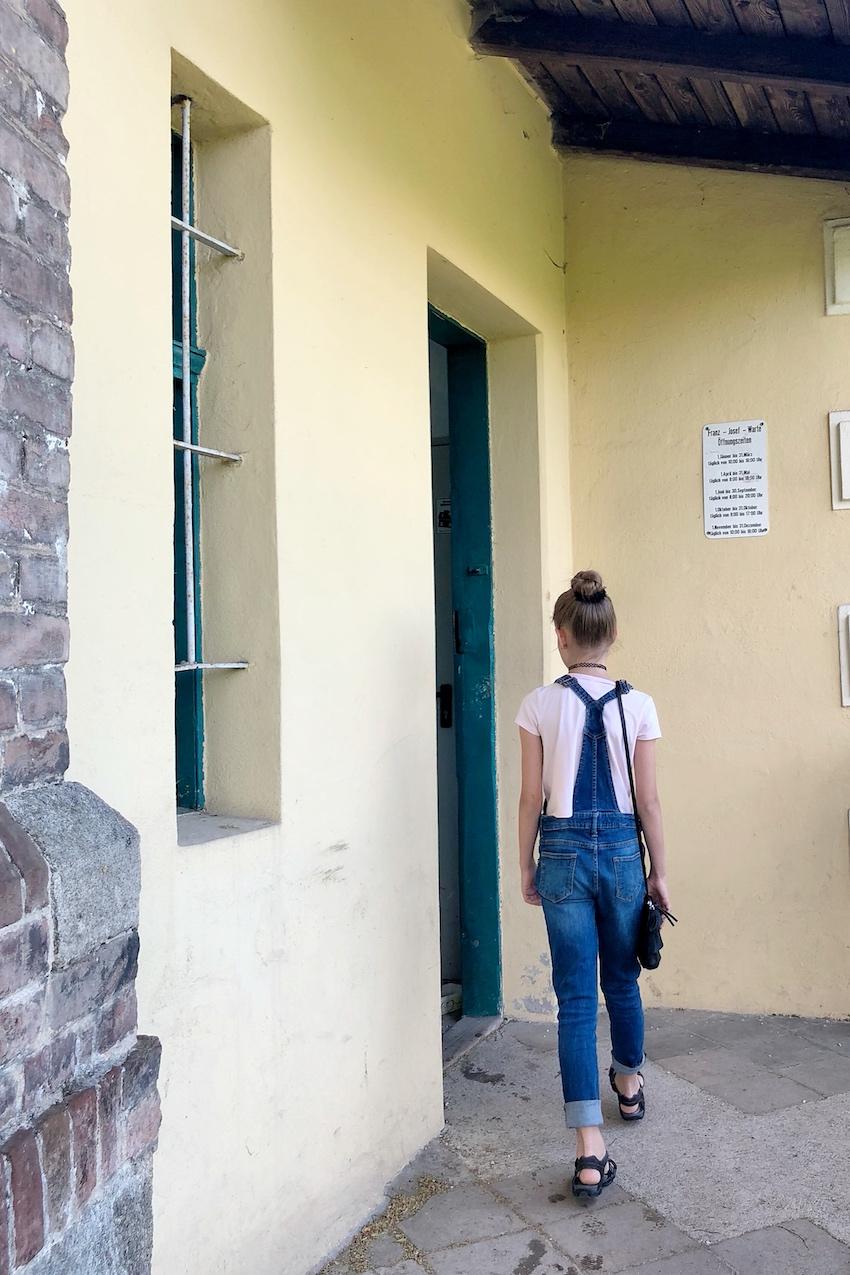 Eingang zur Franz-Josefs-Warte