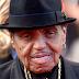 Morre aos 89 anos pai do cantor Michael Jackson