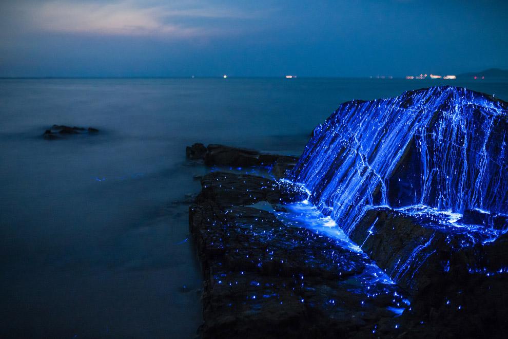 Красивое свечение у берегов Японии