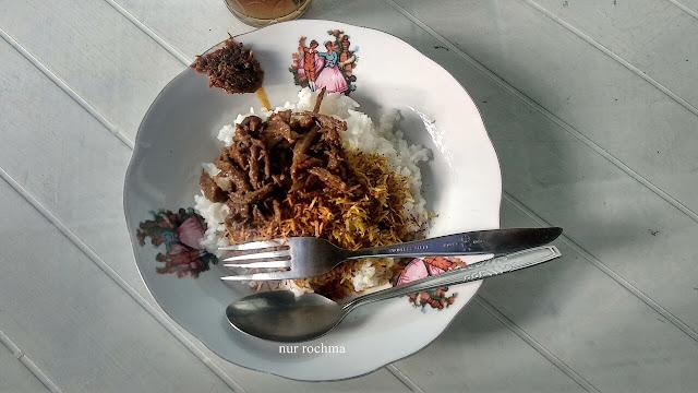 nasi krawu makanan khas daerah gresik