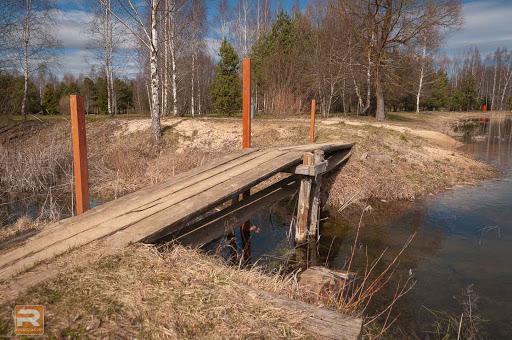Tiltiņš ar nolauztām margām