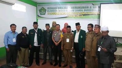 Plt Kakankemenag Batubara Ahmad Sofyan berfoto bersama dengan Kapolres Batubara AKBP Robinson Simatupang dan peserta  diskusi menjaga kerukunan umat