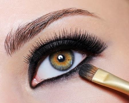 طريقة عمل مكياج العيون