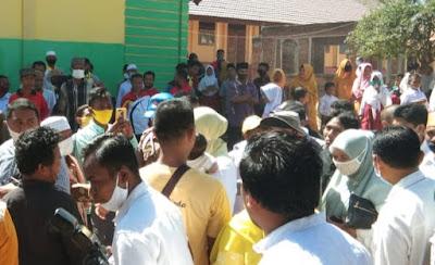 Disambut Antusias, Kunker Bupati di Donggo Diisi dengan Penyerahan Beragam Bantuan