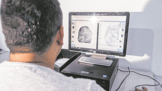 Mulher é presa com documentos falsos ao tentar fraudar benefício do INSS