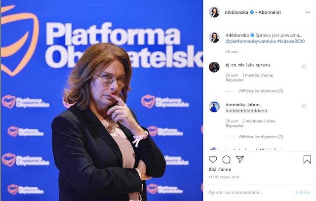 Małgorzata Kidawa-Błońska na tle baneru Platformy Obywatelskiej