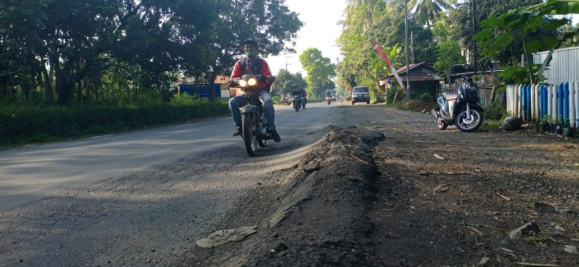 Banyak Jalan Bergelombang, Masyarakat Minta Segera Diperbaiki