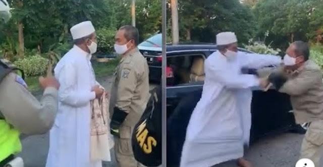 Satpol PP Tendang Habib Umar Assegaf