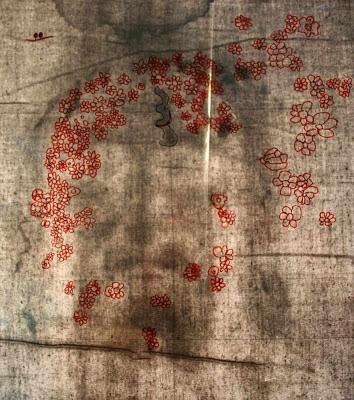 Desenho de flores sobre os 'buracos' de informação do Santo Sudário