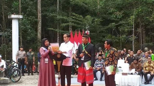 Menteri hingga Gubernur Terdiam saat Jokowi Dicurhati Ini oleh Ibu-ibu: Lihat Kami yang di Bawah
