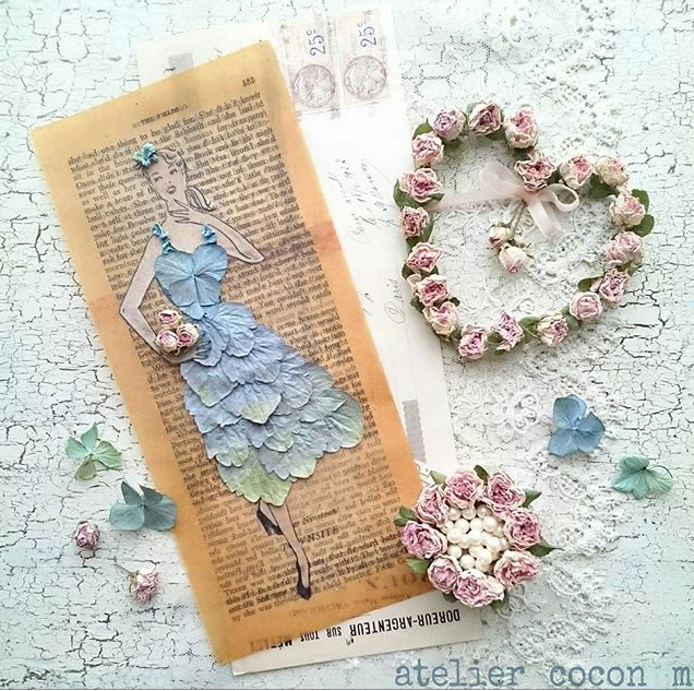 @atelier_cocon_m Instagram favorite, collage, floral wreath, papier collie, collage with dried flowers, dried flower collage, shabby chic collage, shabby chic dried flower arrangement, shabby chic dried roses, shabby chic dried hydrangea, floral craft, crafting with dried flowers, vintage floral paper craft, vintage floral collage, vintage paper collage