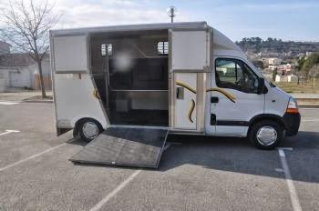 lvc location vans et camions et transport de chevaux location camion vl 2 places chevaux. Black Bedroom Furniture Sets. Home Design Ideas