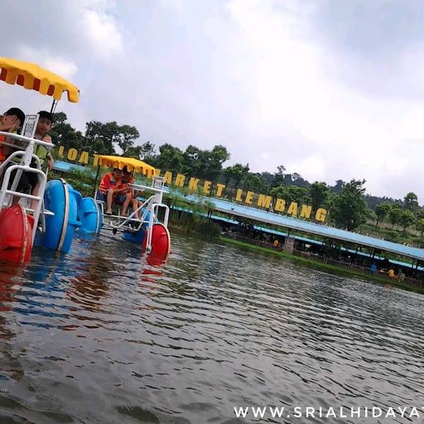Wisata Unik sambil Bersantai di Floating Market Lembang