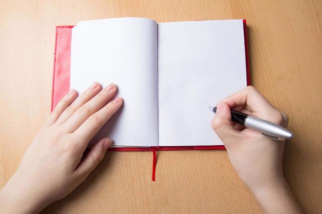 يد تكتب فوائد
