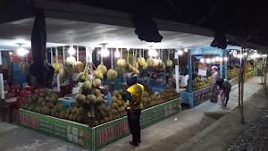 Berburu Durian Montong Pada Pasar Durian Dekat Hutan Kota Palu