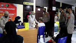 Target 1000 Warga, Polres Pelabuhan Makassar Gelar Vaksinasi Covid 19