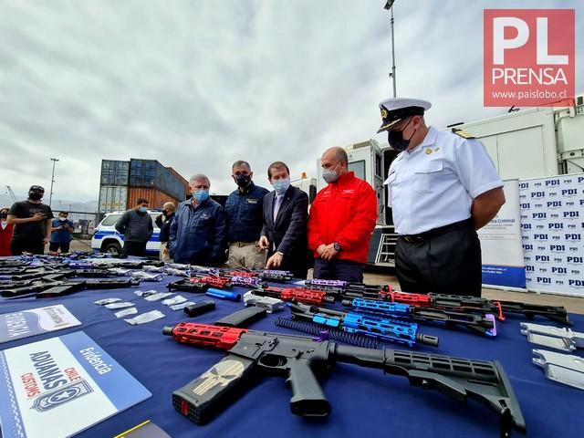 Aduanas intercepta piezas para armar 30 fusiles
