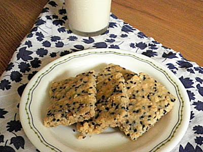 Sesame & Almond Slice Recipe @ treatntrick.blogspot.com