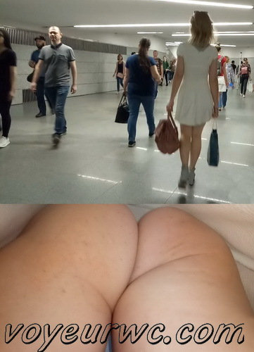 Upskirts 4319-4328 (Secretly taking an upskirt video of beautiful women on escalator)