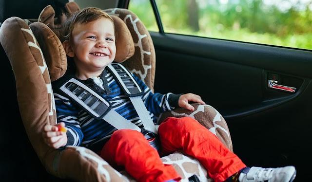 jak przewozić dziecko w aucie - jak przewozić dziecko w samochodzie - foteliki samochodowe - cybex - foteliki rwf - foteliki isofix - tyłem do kierunku jazdy - podróże z dzieckiem