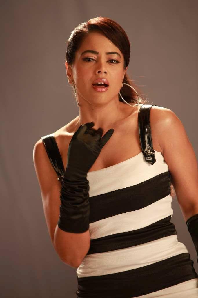 Sameera Reddy Hot Sexy Photos