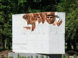 Дружковка, Донецкая обл. Памятник членам подпольной организации «Ленинская Искра»