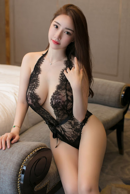 Hot and sexy big boobs photos of beautiful busty asian hottie chick Chinese booty model Zhuo Ya photo highlights on Pinays Finest Sexy Nude Photo Collection site.