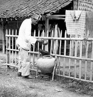 Foto Jadoel Air Gentong Depan Rumah