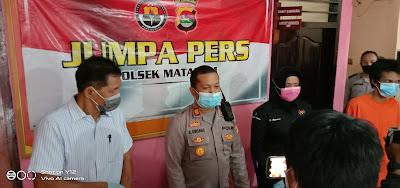 Kapolsek Mataram dan Anggota saat Jumpa Pers
