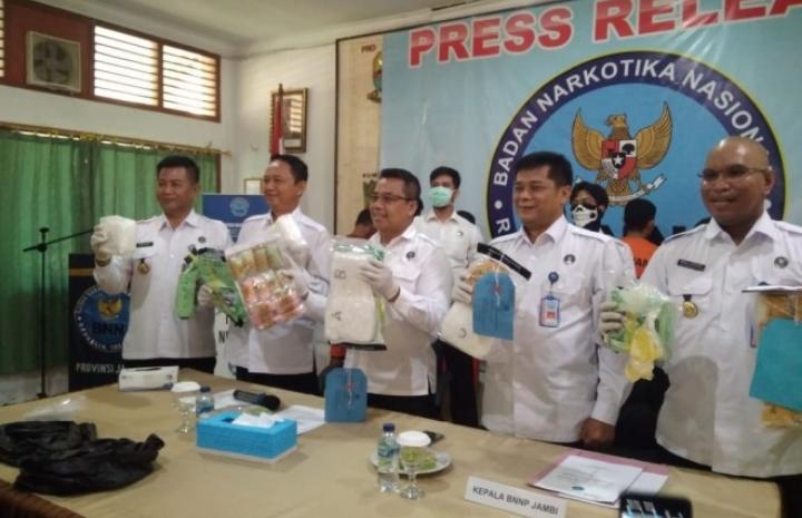 BNNP Jambi Berhasil Bekuk Tiga Orang Kurir Sabu Antar Lintas Provinsi Dengan Barang Bukti 3 KG Sabu