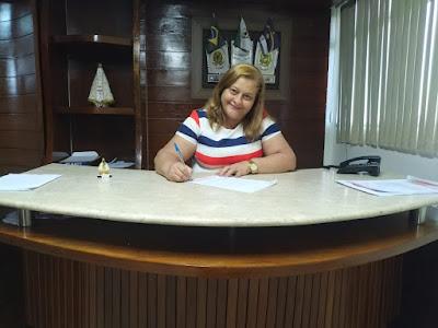 Prefeita de Itaíba assina lei para pagar precatórios do Fundef a professores
