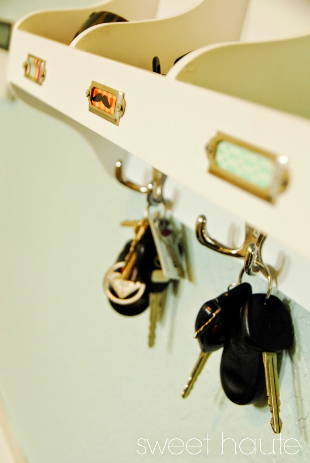 http://sweethaute.blogspot.com/2015/04/how-to-organize-mudroom.html