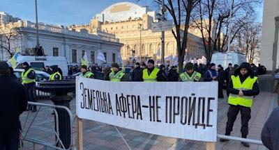 Под Верховной Радой состоялись митинги против рынка земли