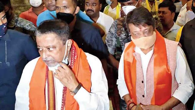 BJP leaders Mukul Roy (left) and Kailash Vijayvargiya in Siliguri