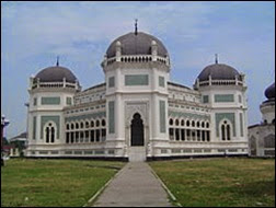 Keindahan Mesjid Raya Medan