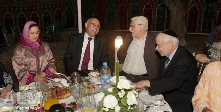 Musulmans et juifs autour d'un ftour au Maroc