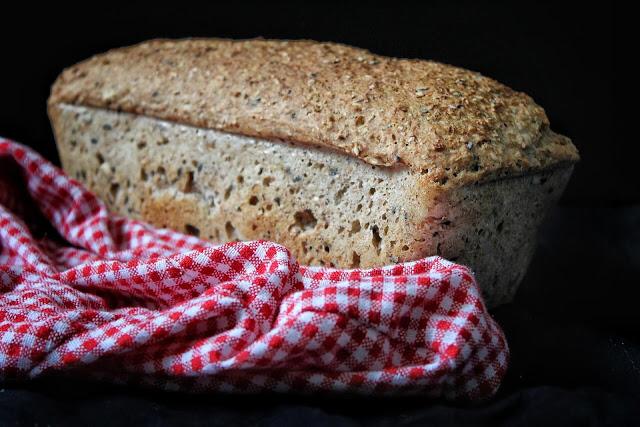 Ekspresowy chleb pełnoziarnisty z czosnkiem i oregano