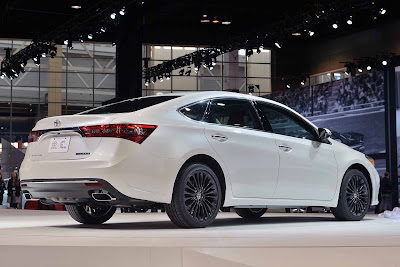 Toyota Avalon 2016 Hybrid Sedan rear look Hd Images