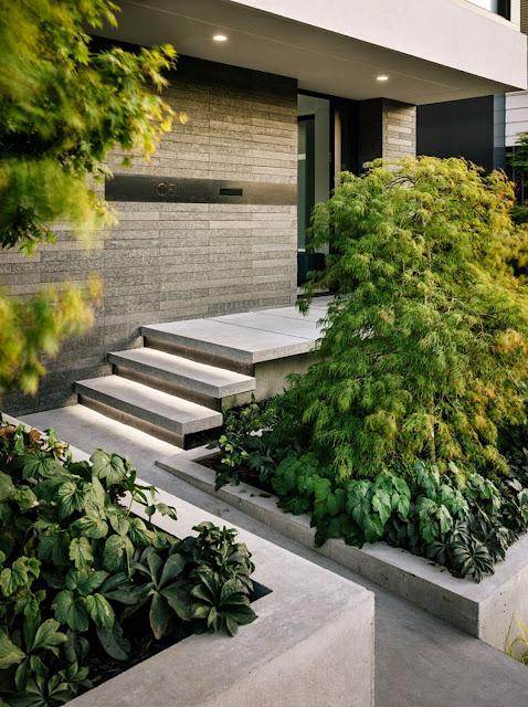 Desain Tangga Depan Rumah Futuristik