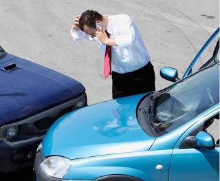 Daños materiales y personales en un accidente