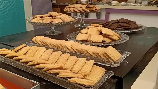 Various recipes for how to make tea biscuits with cocoa and vanilla