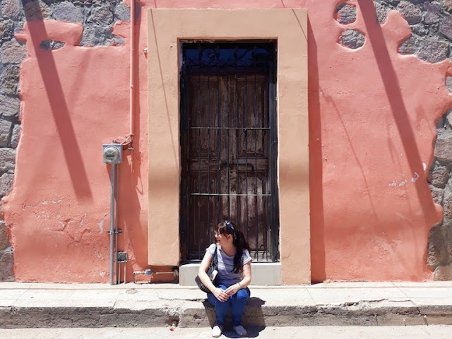 Brightly coloured walls - El Fuerte, Mexico