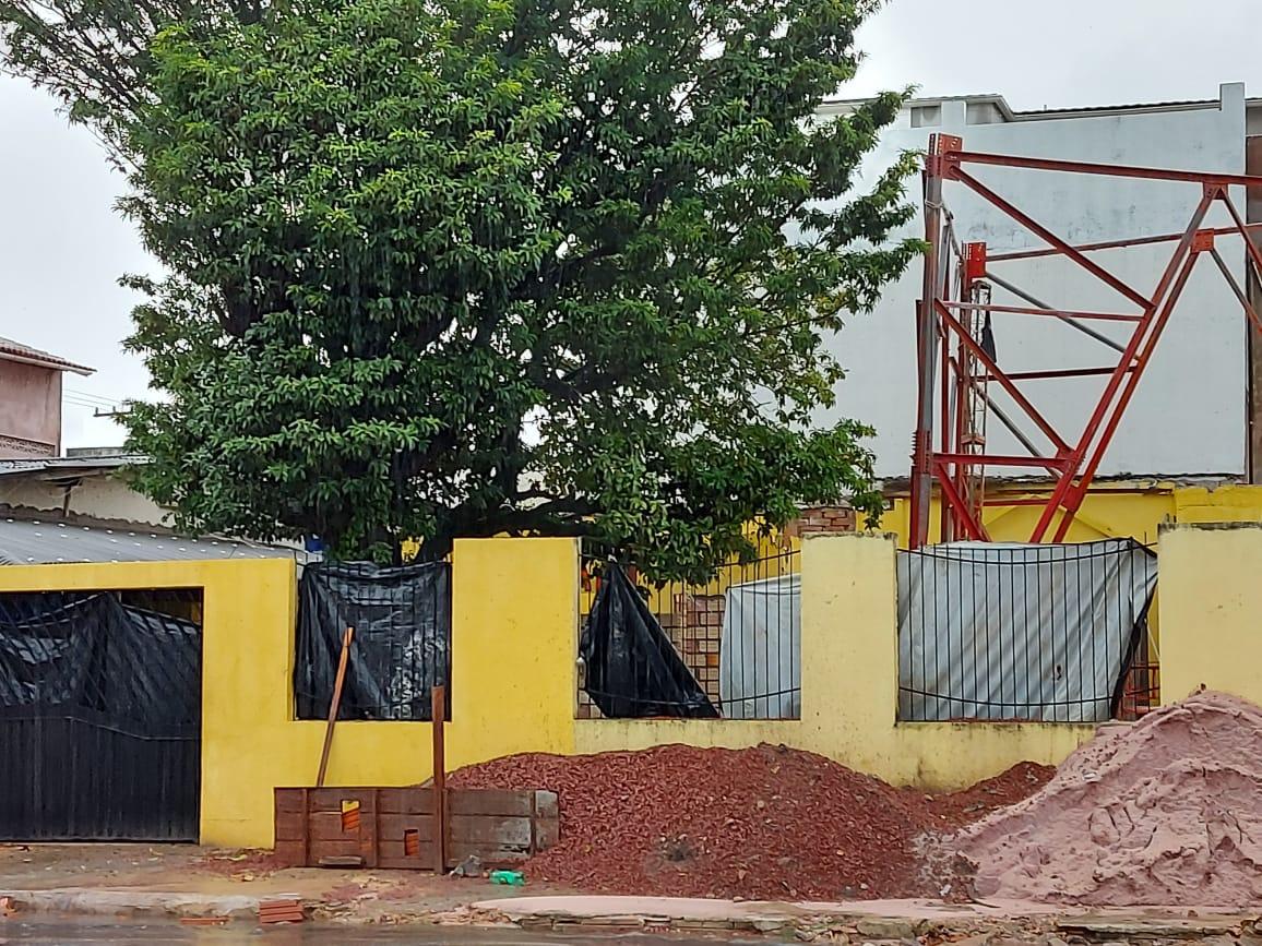 Instalação da torre da TV Guarany consta como obra embargada na Seminfra