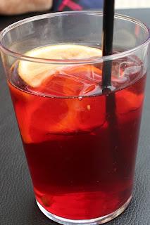 Un verre de sangria à San Sebastian