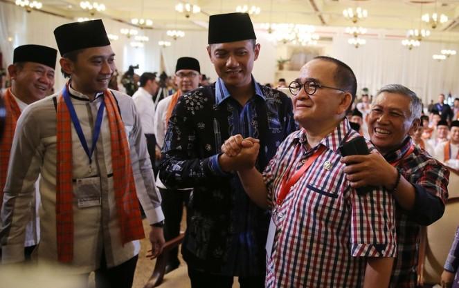 Salam Komando dengan Agus Yudhoyono, Ruhut Sitompul Disoraki Pendukung Agus-Sylviana