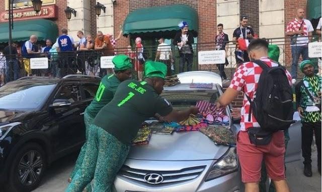 Photo of Nigerians selling Ankara fabric at the World Cup goes viral