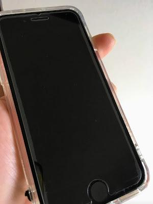 iPhoneSE2は、ガラスフィルムの両端が浮く