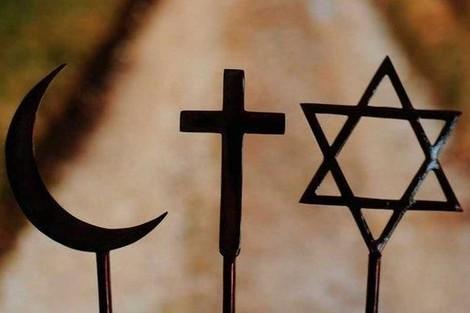 خبيرة بريطانية: الدين يحمل تشوهات .. والقرآن يعترف بالمرجعيات