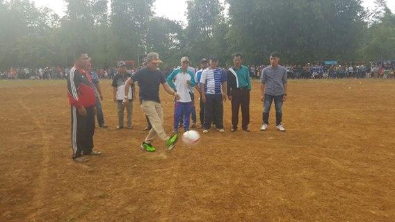 Ketua PS Kerinci Buka Turnamen Sepak Bola di Kayu Aro Ambai