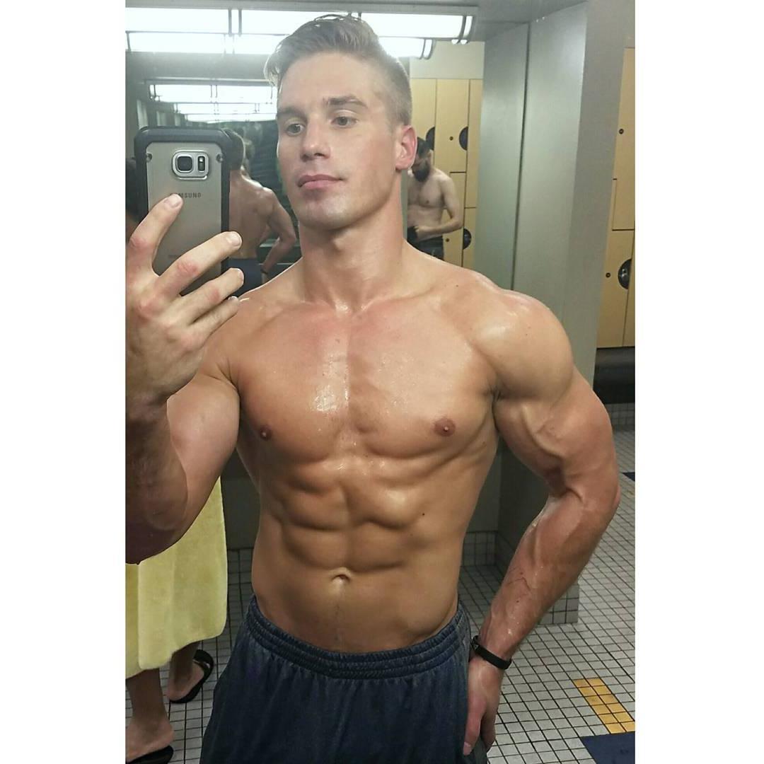 fit-shirtless-sweaty-boys-daniel-rumfelt-veiny-biceps-hunk-selfie